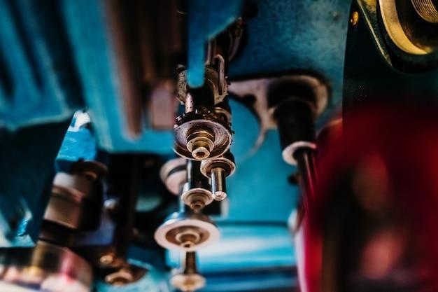 機械の金属要素の詳細、スチールローラー付き。