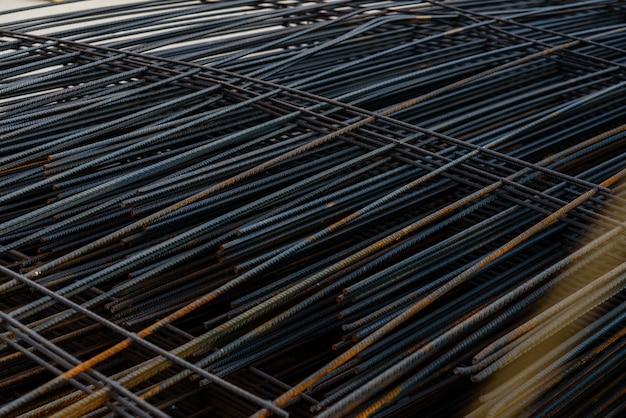 建物の基礎の建設のための鉄のフレームワーク。
