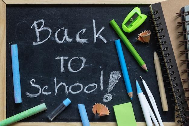 フリーハンドの筆記用具を使って学校の手紙に戻る