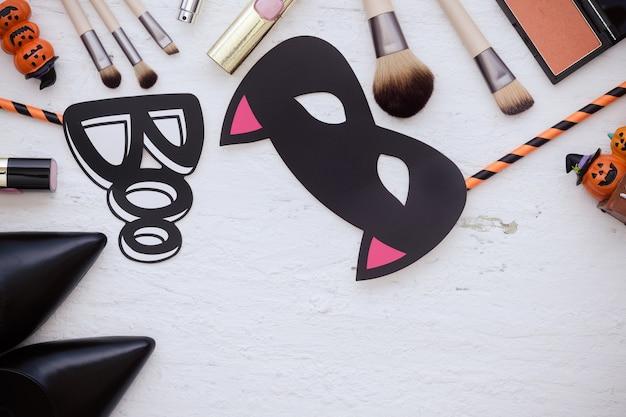 ハッピーハロウィンフェスティバル、女性の美しさアクセサリー化粧ファッションフラットレイコンセプト。