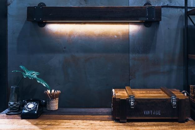 インダストリアルスタイルのビンテージレトロな部屋の装飾