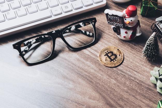メリークリスマスとハッピーニューイヤービットコイン暗号通貨