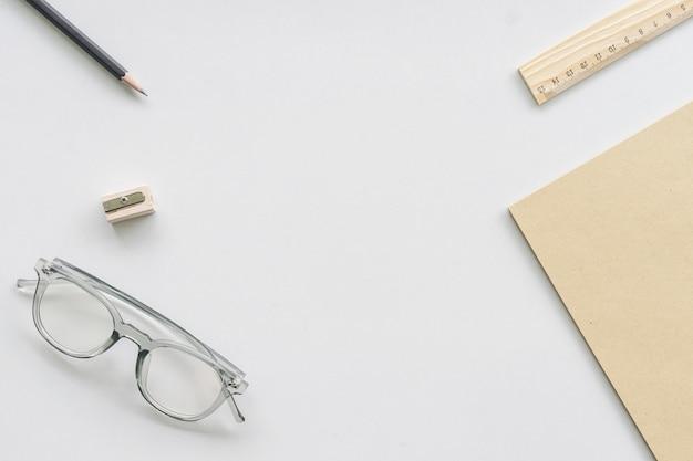 作業デスクトップコンセプトのアイデア、ビンテージトーンフィルター