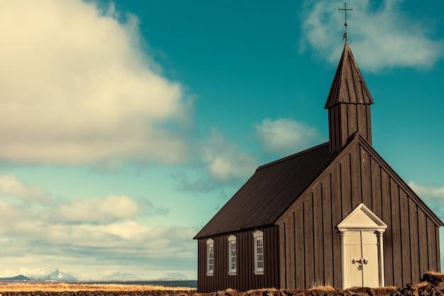 Будакиркья или черная церковь почтенного тонизирующего тона в исландии