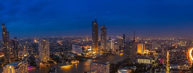 Прекрасный вид с высоты птичьего полета панорама с утра до ночи, бангкок-река, таиланд