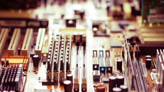レトロなスタイルの電子コンピューター回路基板の技術の背景に使用