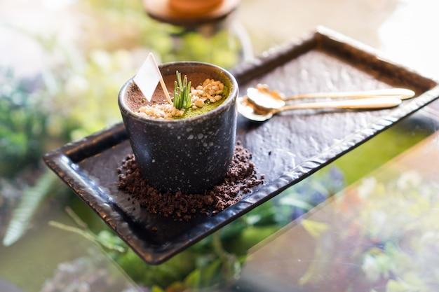 Тирамису шифоновый пирог, десерт, который выглядит как трава и почва