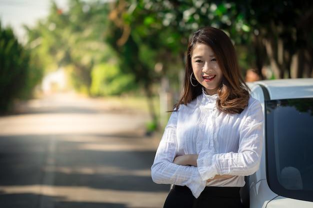 労働年齢のアジアの女性