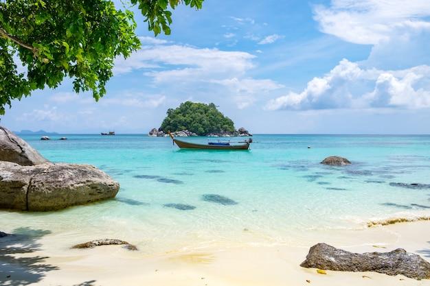 Андаманское море с кристально белым песком