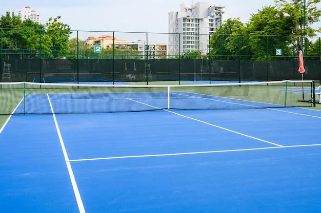 まるごと青いテニスコート、合成ゴムの芝生