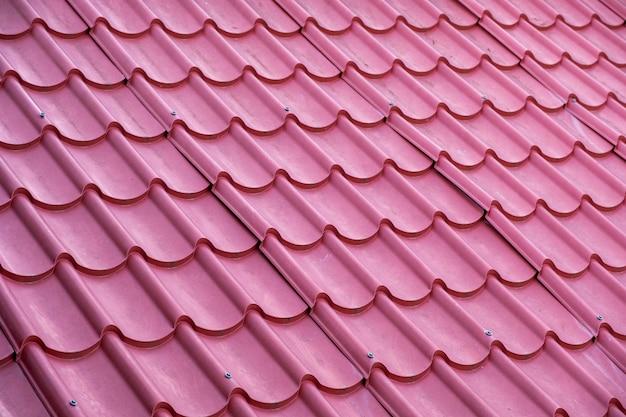 赤い屋根瓦の抽象的なパターン