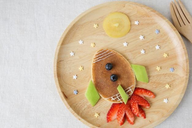 ロケット、月と星のパンケーキ朝食