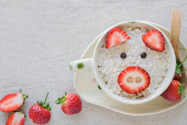 Свинья овсяная каша завтрак, веселая еда искусство для детей