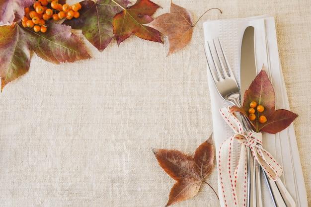 感謝祭秋秋テーブルセッティングコピースペース調色