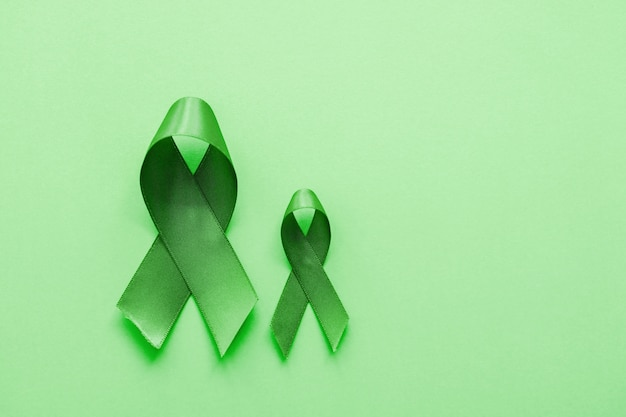 緑の背景にライムグリーンのリボン