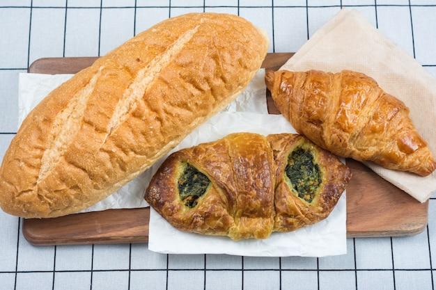 パンの様々な種類のトップビュー。