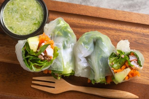 Обертывания со свежими овощами и рисом