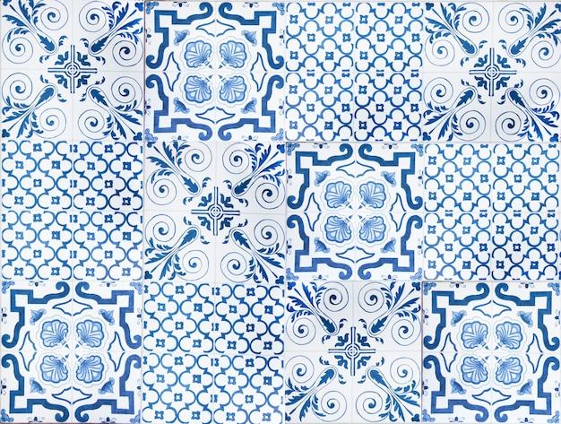 カラフルなヴィンテージセラミックタイル壁装飾。トルコのセラミックタイル壁の背景