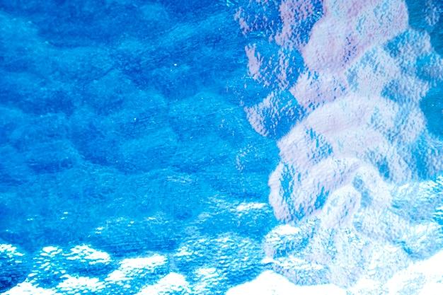 抽象的な青いガラステクスチャの背景。