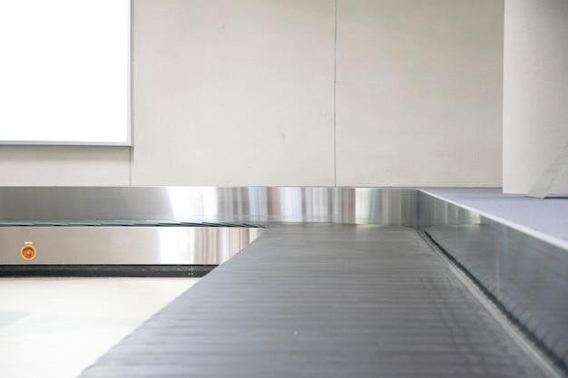 空港での手荷物コンベアベルト
