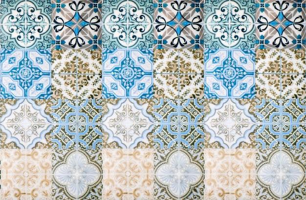 カラフルなヴィンテージセラミックタイルの壁の装飾