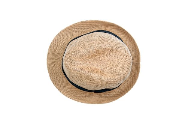 Соломенная шляпа, изолированная на белом фоне