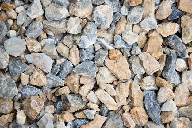 地面の背景に砕かれた石