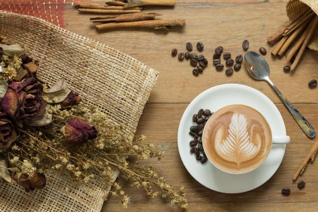ラテアートやカプチーノコーヒーのカップ
