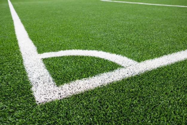 サッカーフィールドコーナー緑色の芝、サッカーピッチのコーナー、サッカーフィールドの芝のコーナー