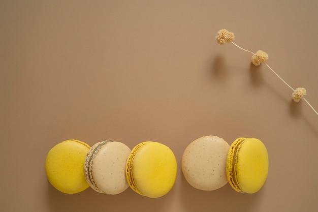 マカロンのフランスのデザートケーキやマカロンのアーモンドクッキーのトップビュー。