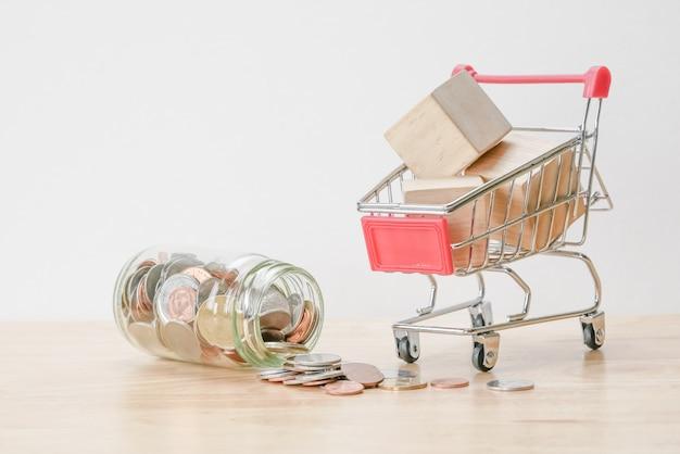 ビジネスファイナンスガラスの投資概念のお金のためにお金を節約