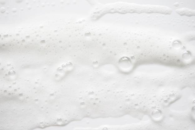 Абстрактная белая мыльная текстура пены. шампунь-пена с пузырьками