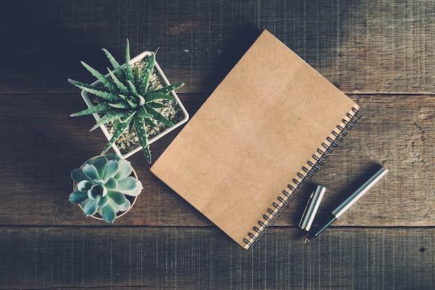 ペンと木の背景にフィルター効果レトロヴィンテージスタイル
