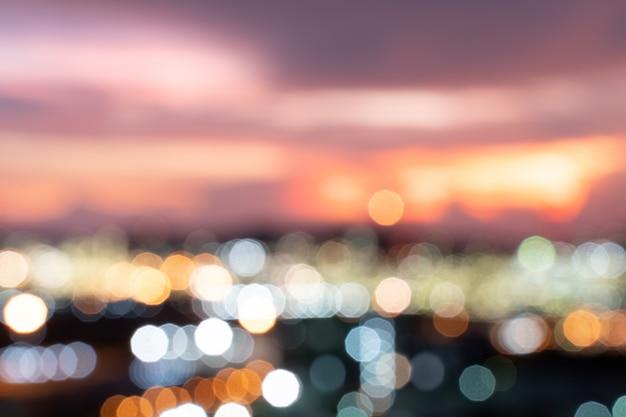 デフォーカス抽象的な都市の夜の光ボケ