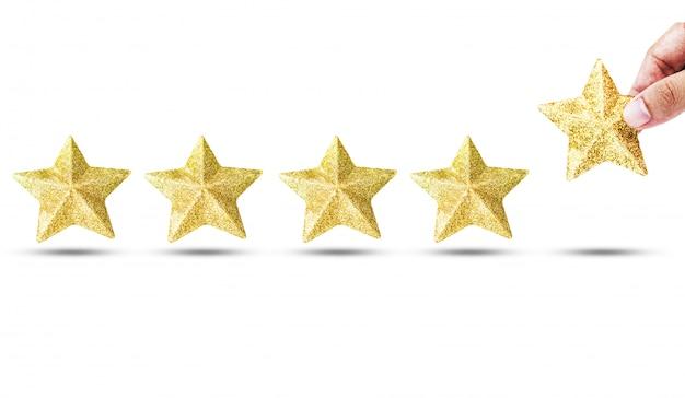 豪華な金色の星を置く手