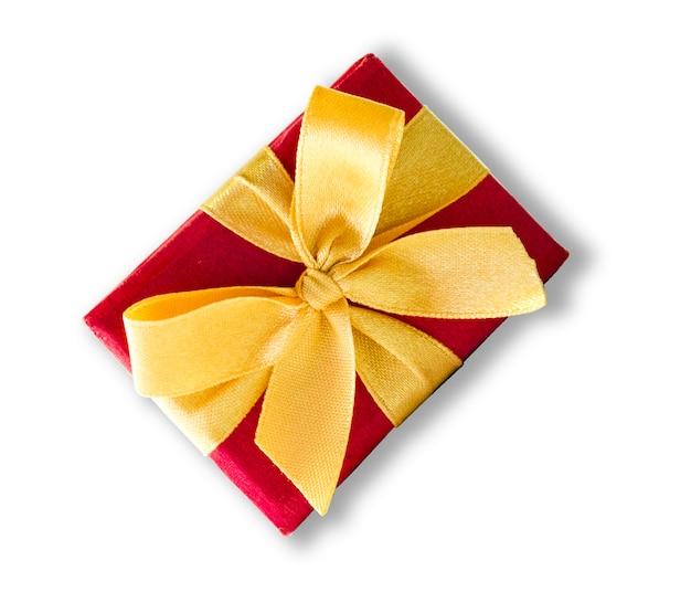 クリスマスに黄色のリボンと美しい赤いギフトボックス