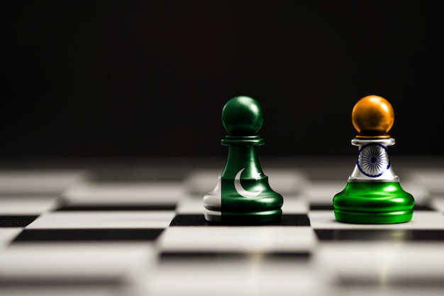 Индийский и пакистанский флаг печатают на шахматах лапы. теперь обе страны ведут экономическую тарифную войну и патриотический конфликт.
