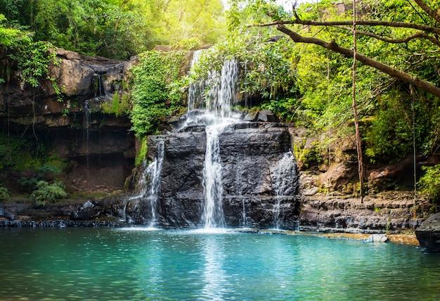 クッド島の滝。