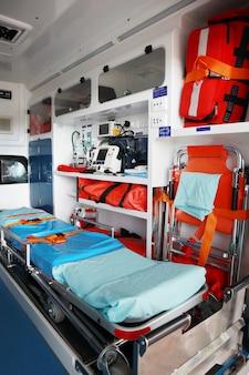 救急車のインテリア。