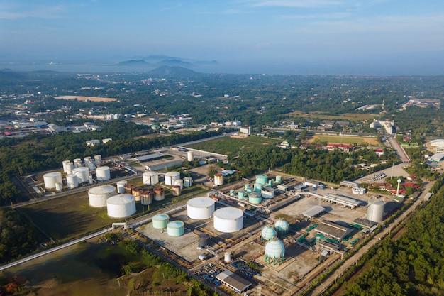 石油ターミナルの航空写真