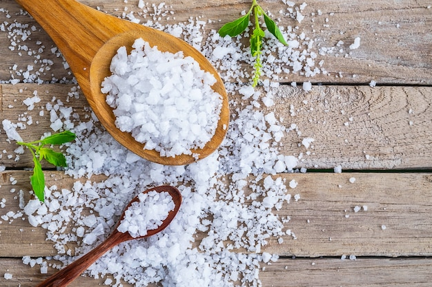 ダイニングテーブルの海からの天然塩