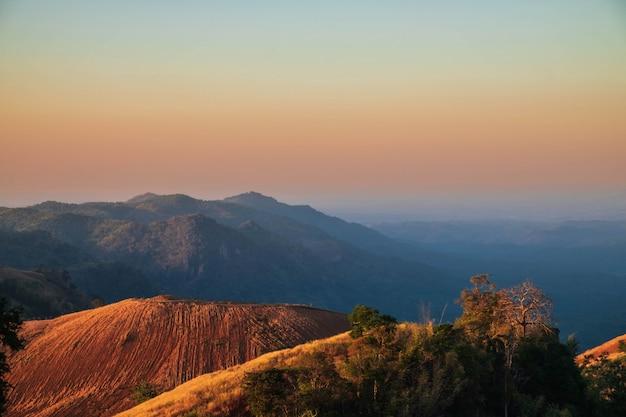 美しい山の景色