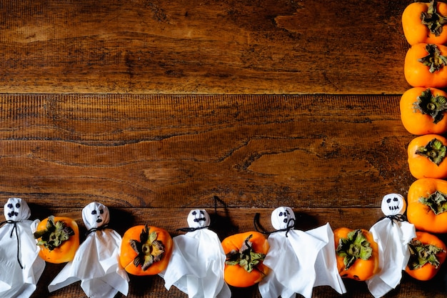 かぼちゃと幽霊、木製の床にテキスト入力用スペース。ハロウィーンのコンセプト
