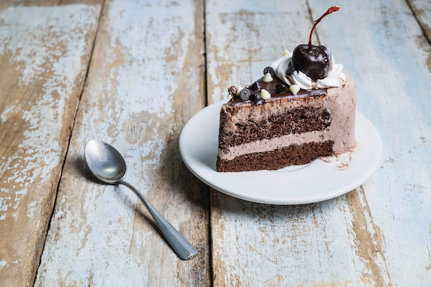 チョコレートケーキ、木製の裏地