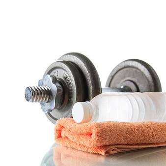 Гантель с водой и полотенцем