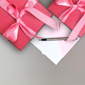 Красная подарочная коробка с поздравительной открыткой