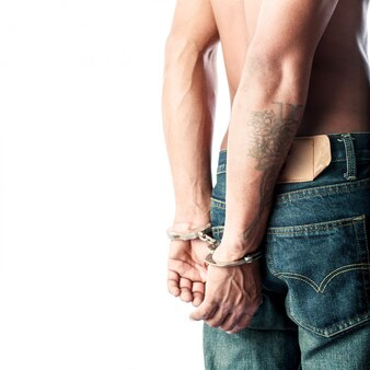 囚人は手錠でロック
