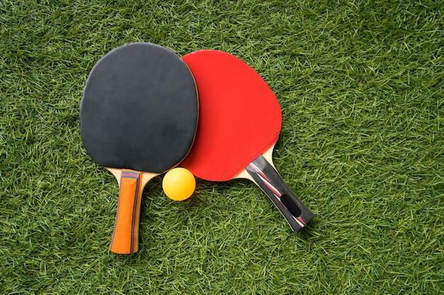 卓球ラケットとボール、屋内スポーツ活動