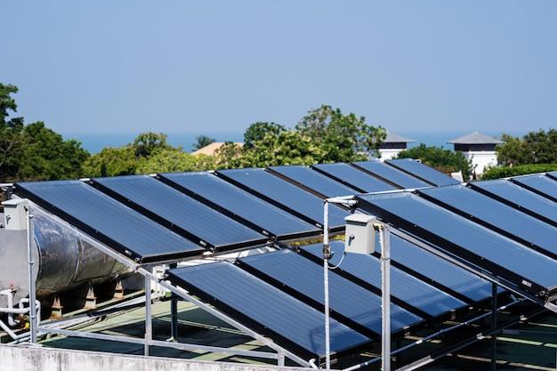 屋根の上の太陽電池の空撮