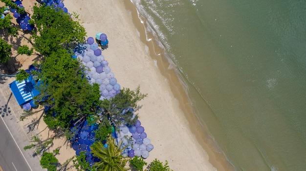 Воздушный вид сверху красивый пляж на утро в таиланде